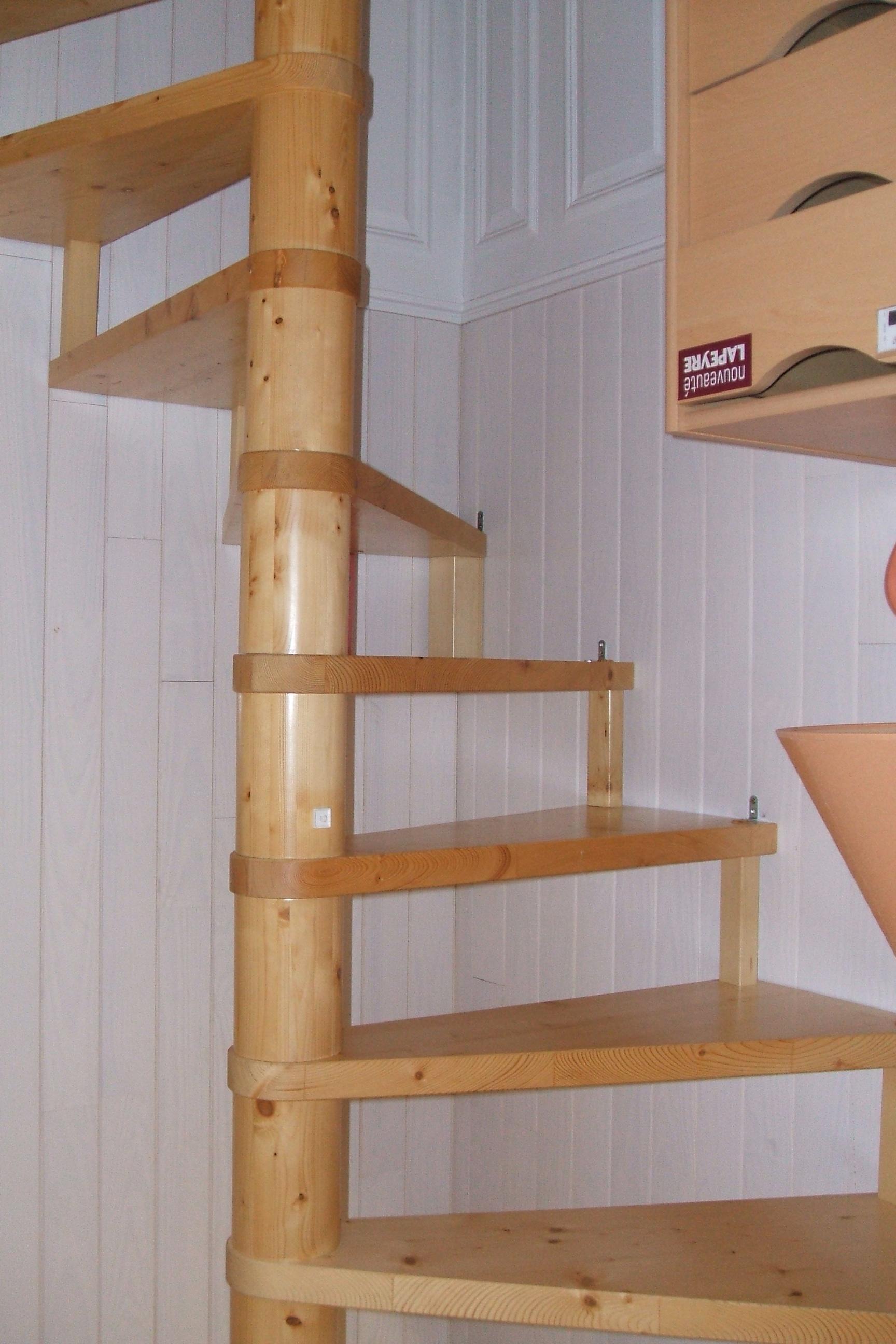 les escaliers. Black Bedroom Furniture Sets. Home Design Ideas