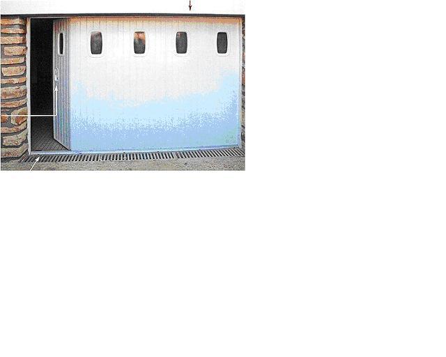 isoler porte de garage coulissante latérale avec hublots et portillon - Isolation Porte De Garage Coulissante