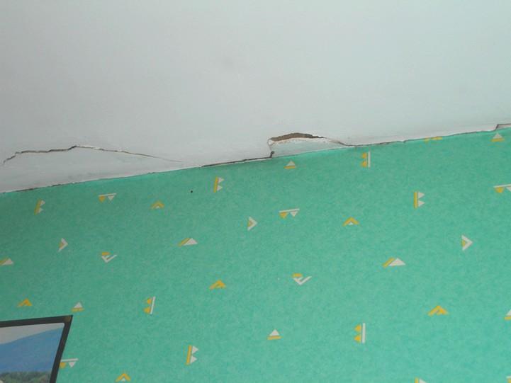 Grosse fissure au plafond for Fissure au plafond
