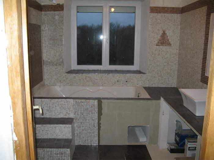 Habillage baignoire carrelage - Baignoire beton ...
