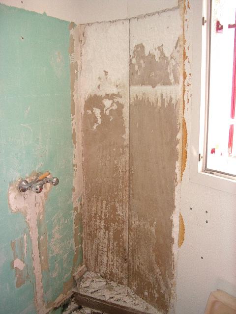 Besoin de vos conseils pour fuite dans salle de bain for Peinture hydrofuge interieur