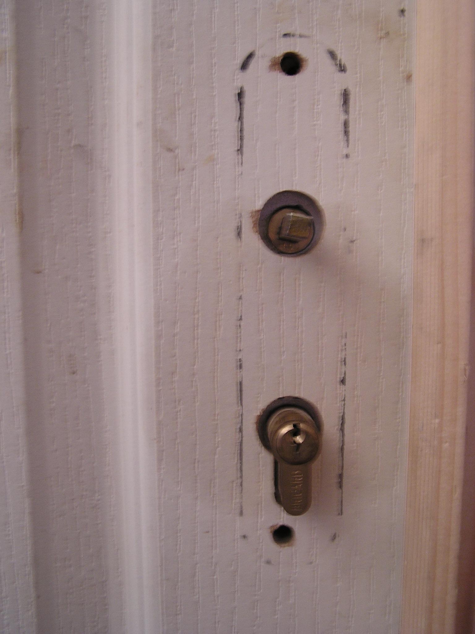 Ouvrir une porte de maison ferm e clef sans clef - Cle cassee dans serrure porte fermee ...