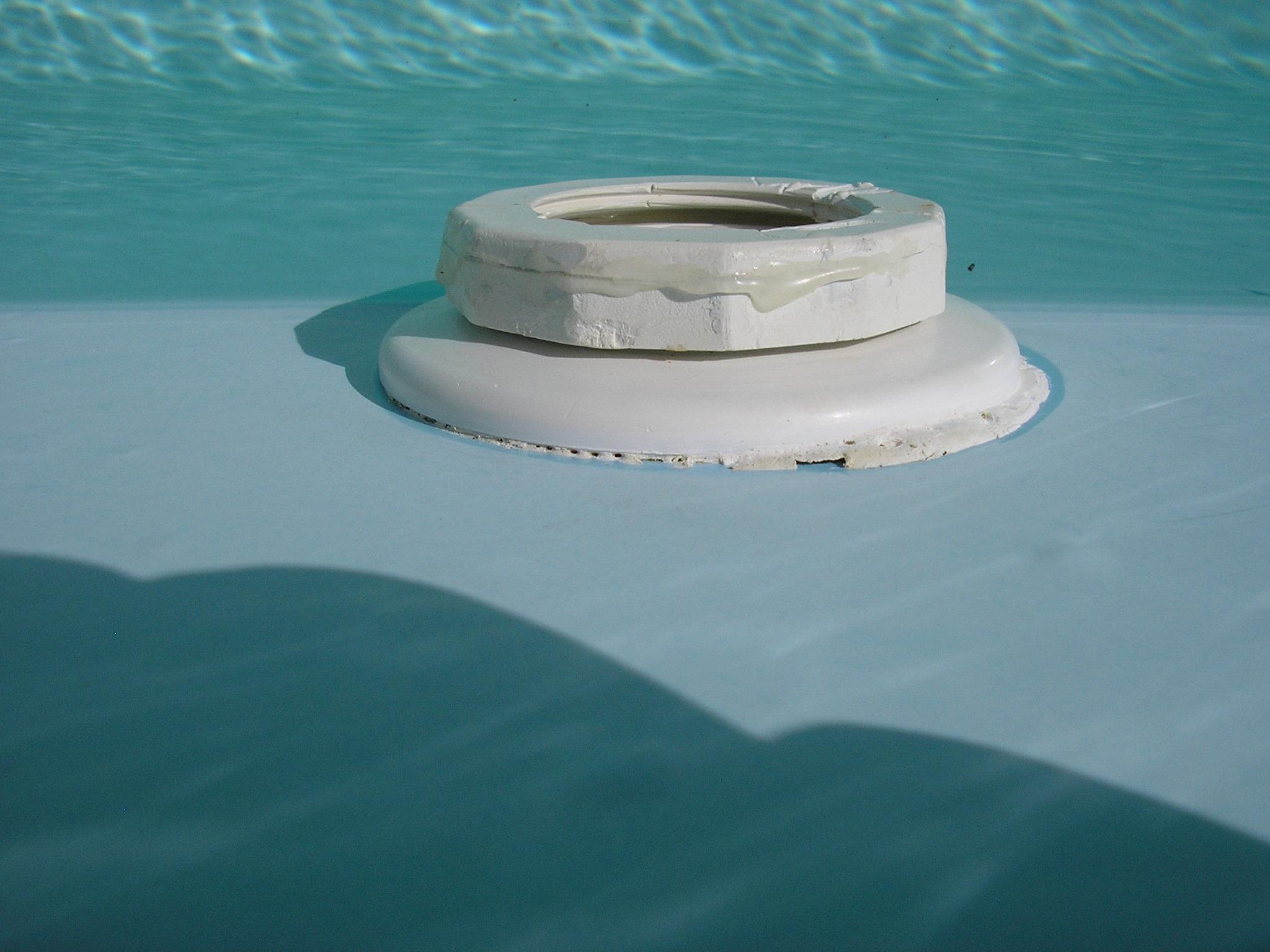 Prise balai polaris piscine coque polyester for Balai pour piscine