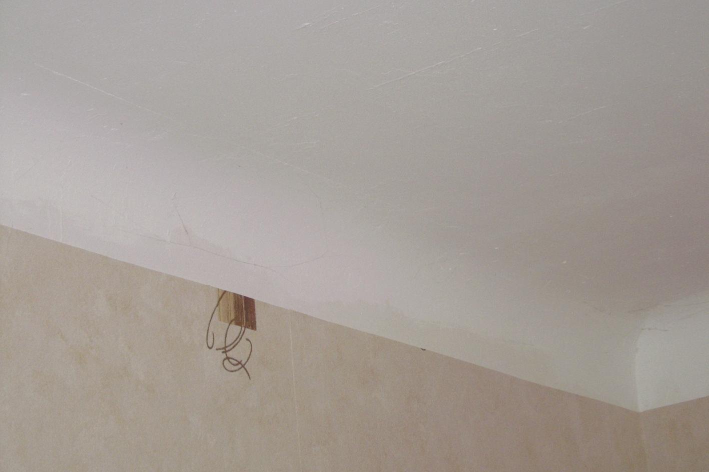 Pose de faux plafond en plaque platre sur plafond avec arrondi for Peinture plaque de platre