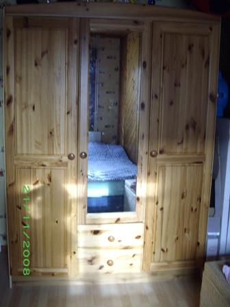 Peindre un meuble en pin for Peindre une armoire