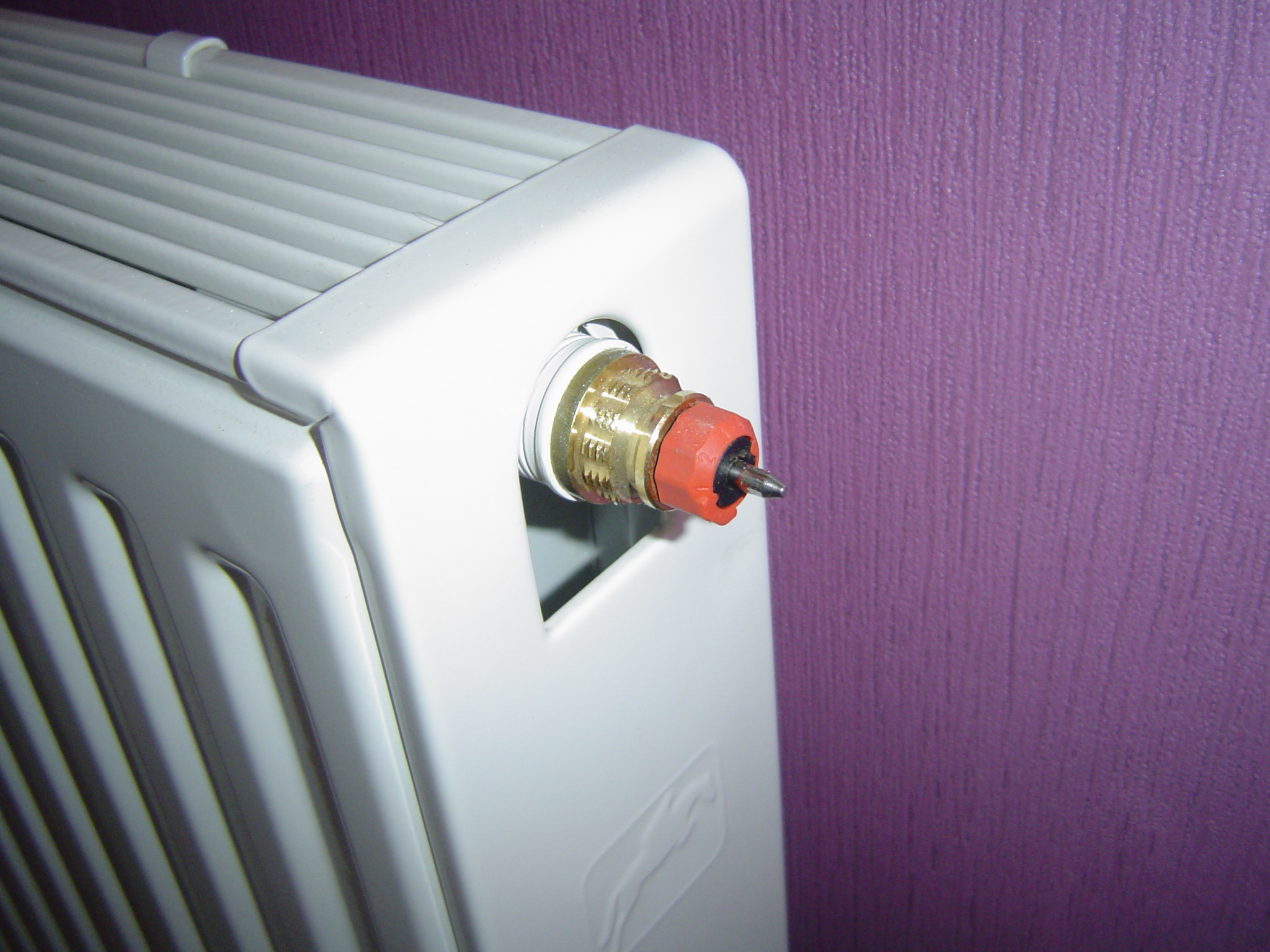 probl me avec un chauffage 1 tuyau chaud et l 39 autre reste. Black Bedroom Furniture Sets. Home Design Ideas