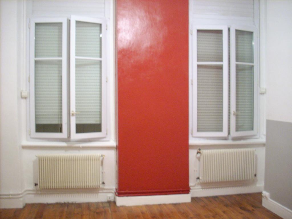 r aliser une peinture brillante. Black Bedroom Furniture Sets. Home Design Ideas