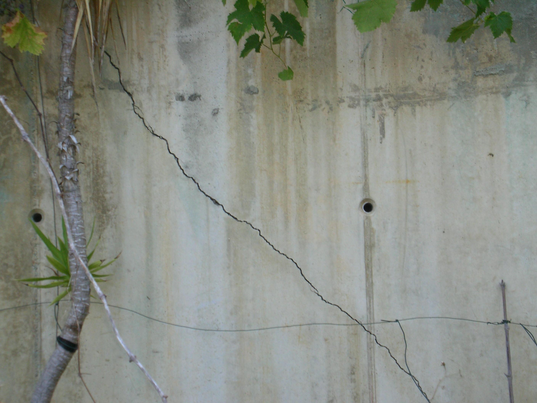 Renforcer un mur de soutenement - Faire une saignee dans un mur ...