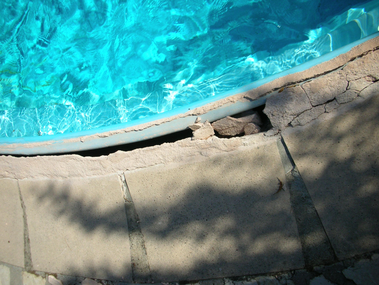 coque piscine bouge