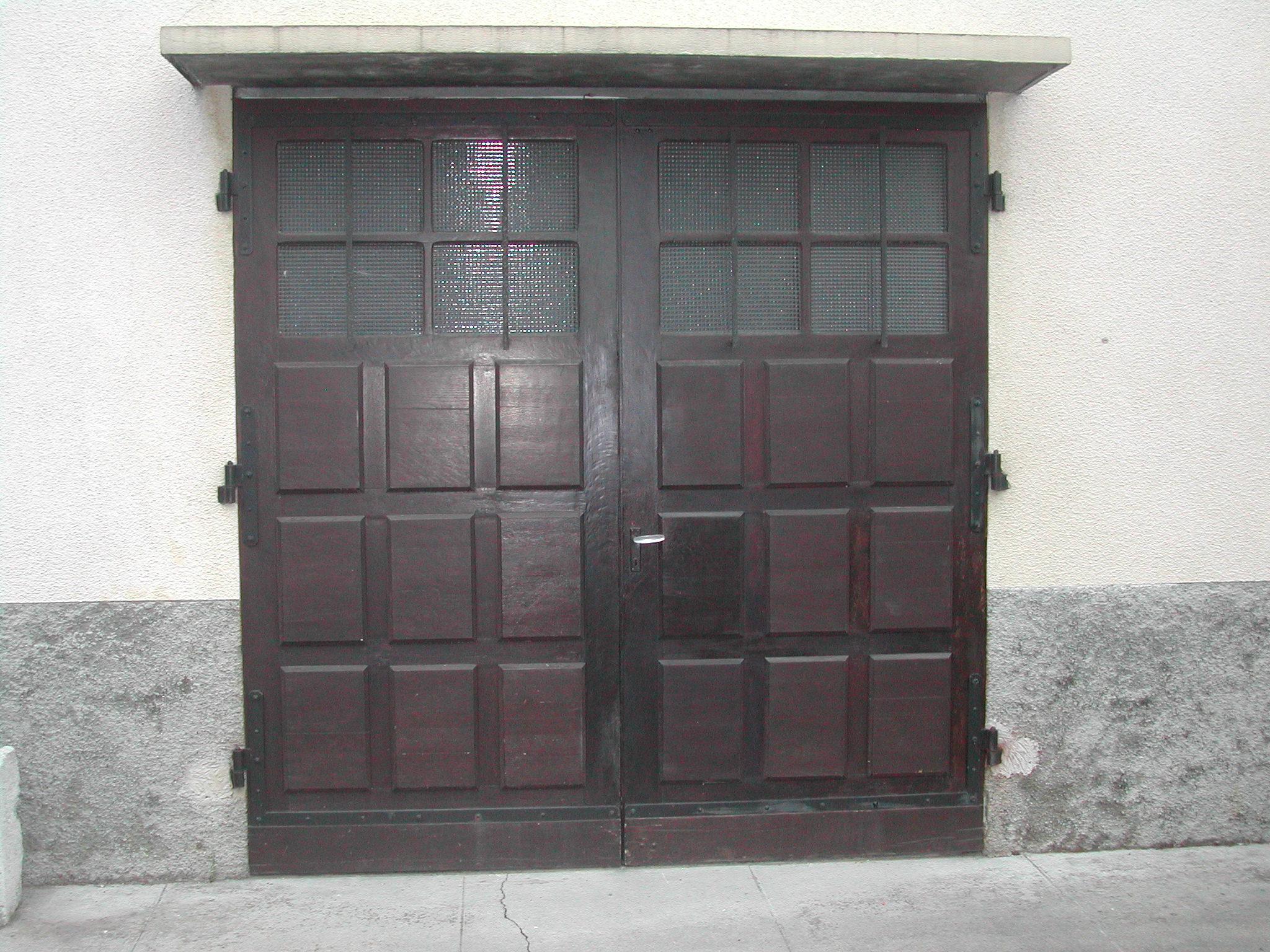 Construire un dormant pour porte de garage en appui sur le for Porte sans bati