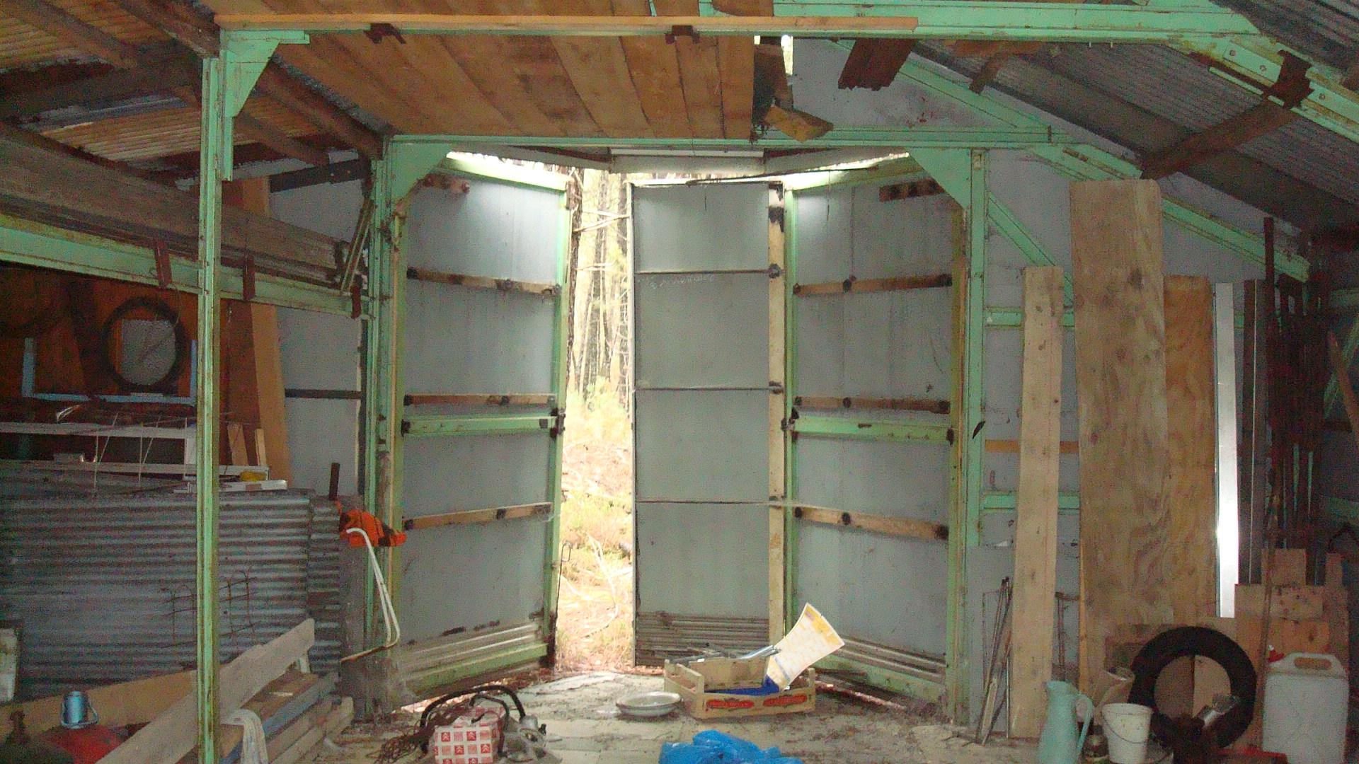 isolation d 39 un toit de t le. Black Bedroom Furniture Sets. Home Design Ideas