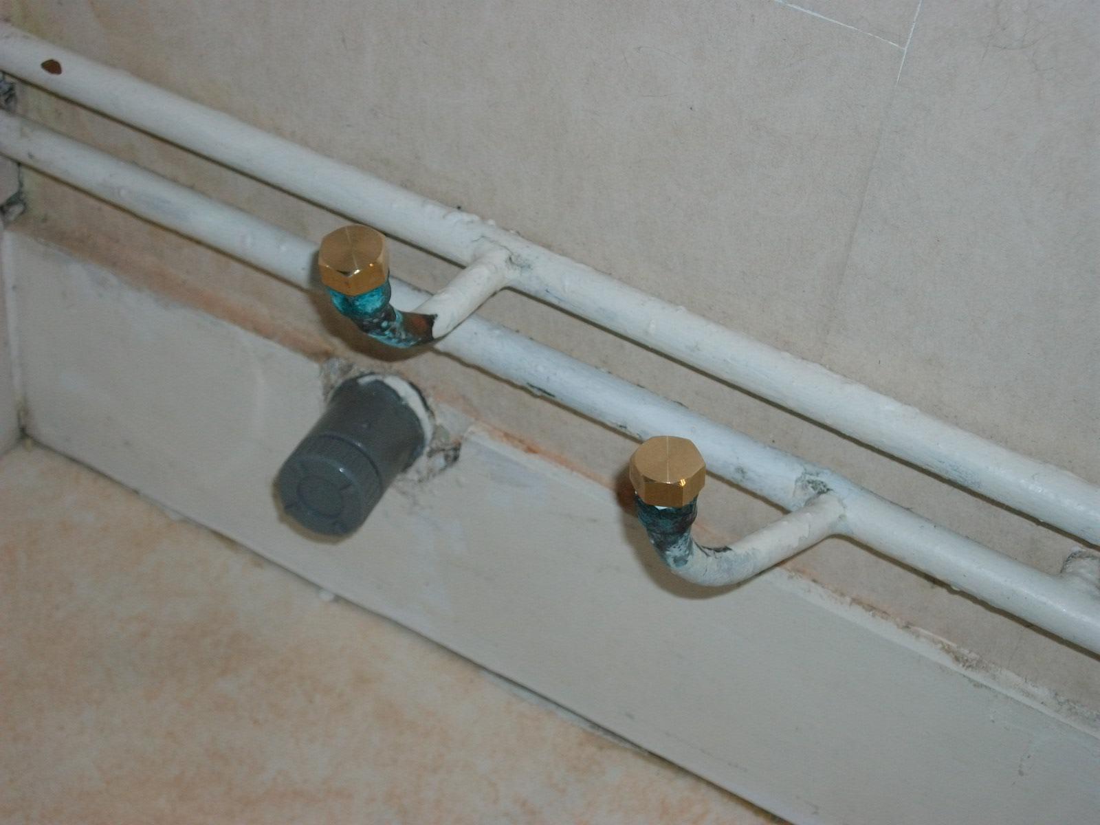 comment cacher tuyau apparent cacher tuyau salle de bain avec comment faire un coffrage pour. Black Bedroom Furniture Sets. Home Design Ideas