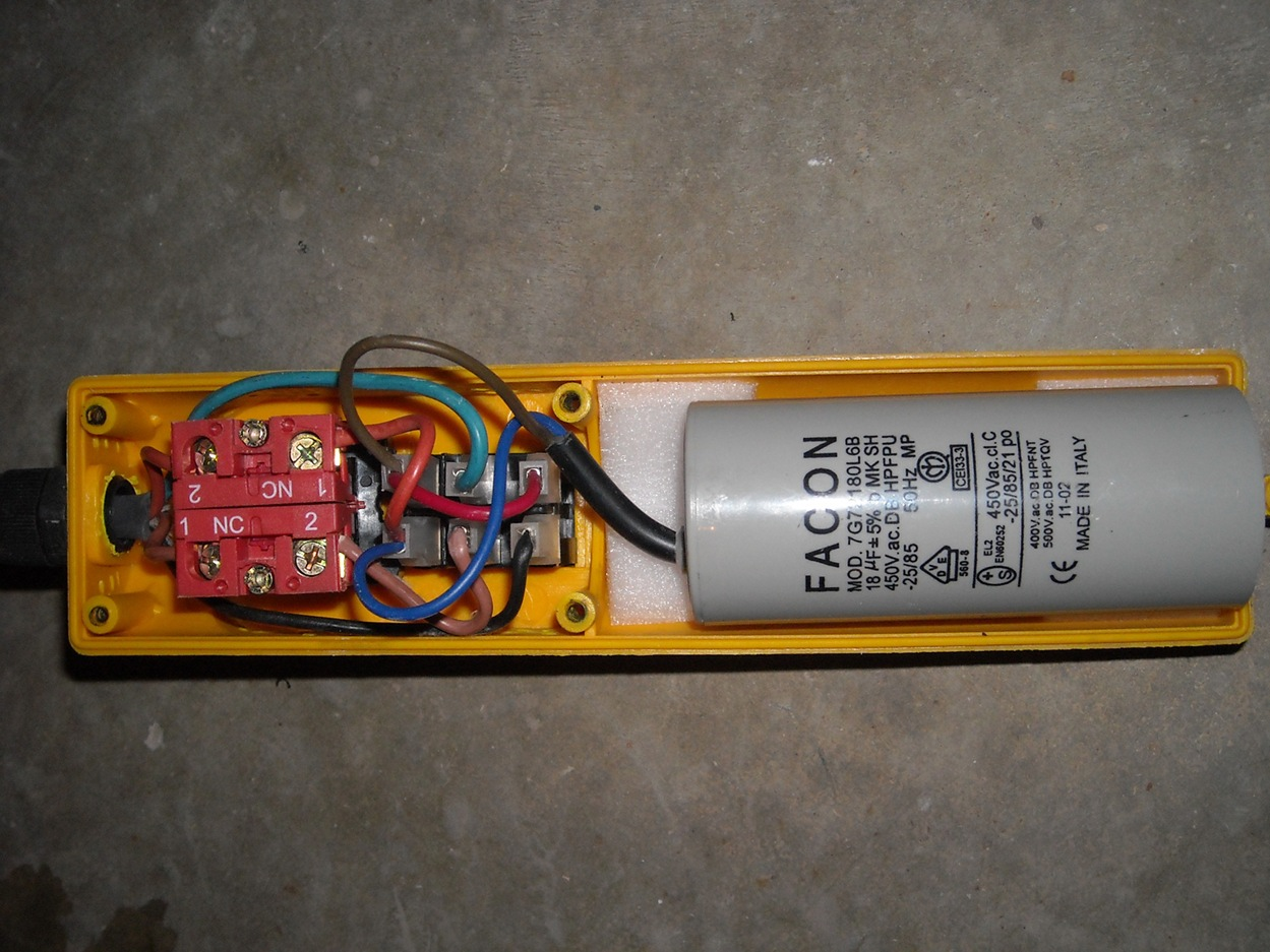 Commande pour monte charge photos - Fonctionnement d un condensateur ...