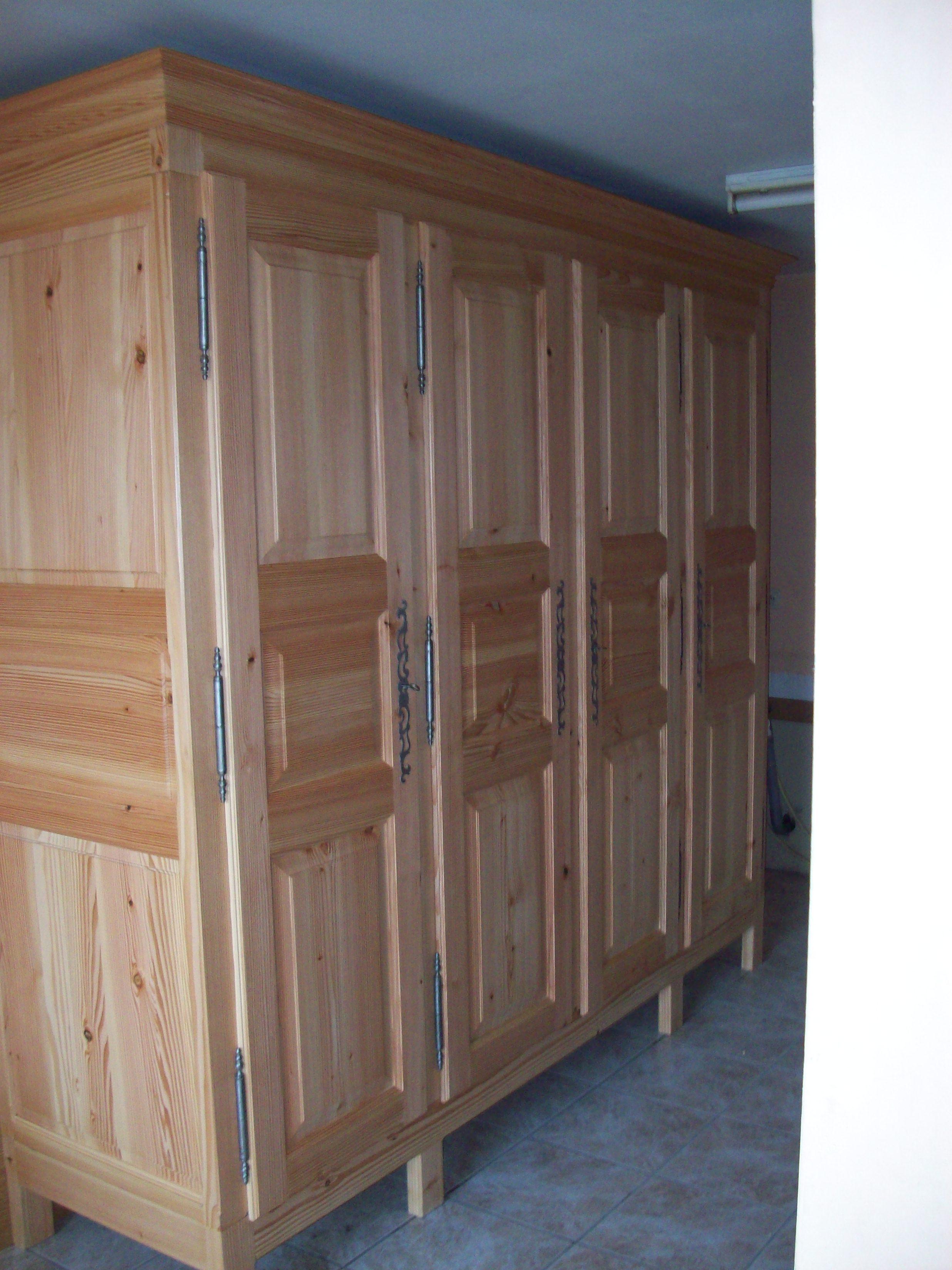 Meuble en bois de charpente for Meuble cabine de plage en bois