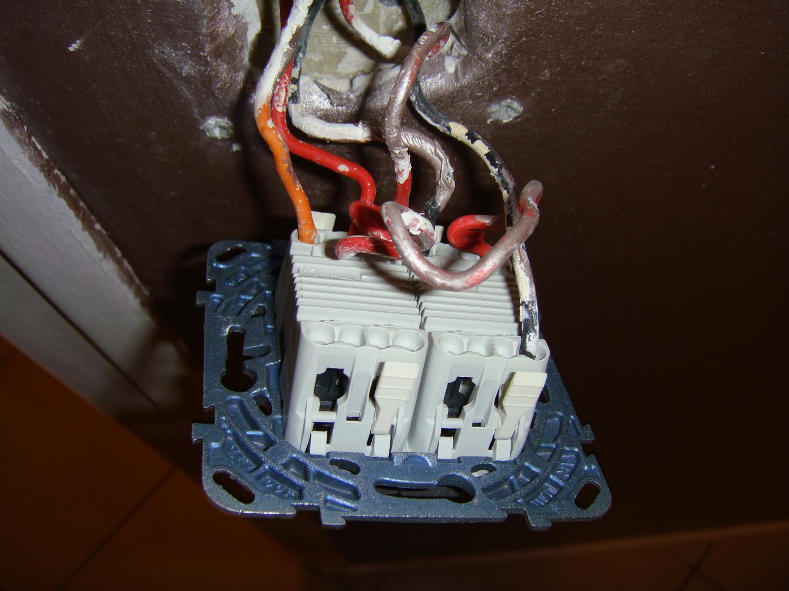 Comment brancher mon double interrupteur va et vient correctement - Comment brancher un interrupteur double ...