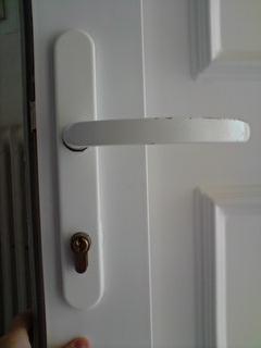 changer la serrure et la poign e de ma porte en pvc. Black Bedroom Furniture Sets. Home Design Ideas