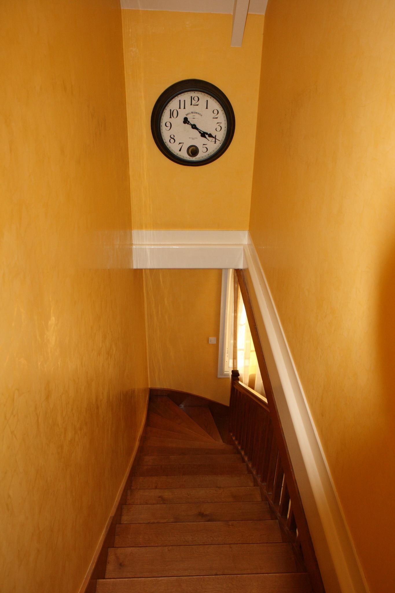 Repeindre sur stucco cir - Peut on vernir un meuble cire ...