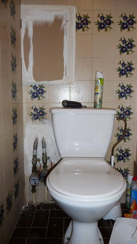 Trappe sur wc suspendu - Comment bloquer un compteur d eau avec un aimant ...