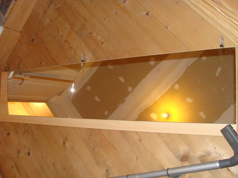 Miroirs des portes d 39 une armoire cass s quelle solution for Decoller un miroir