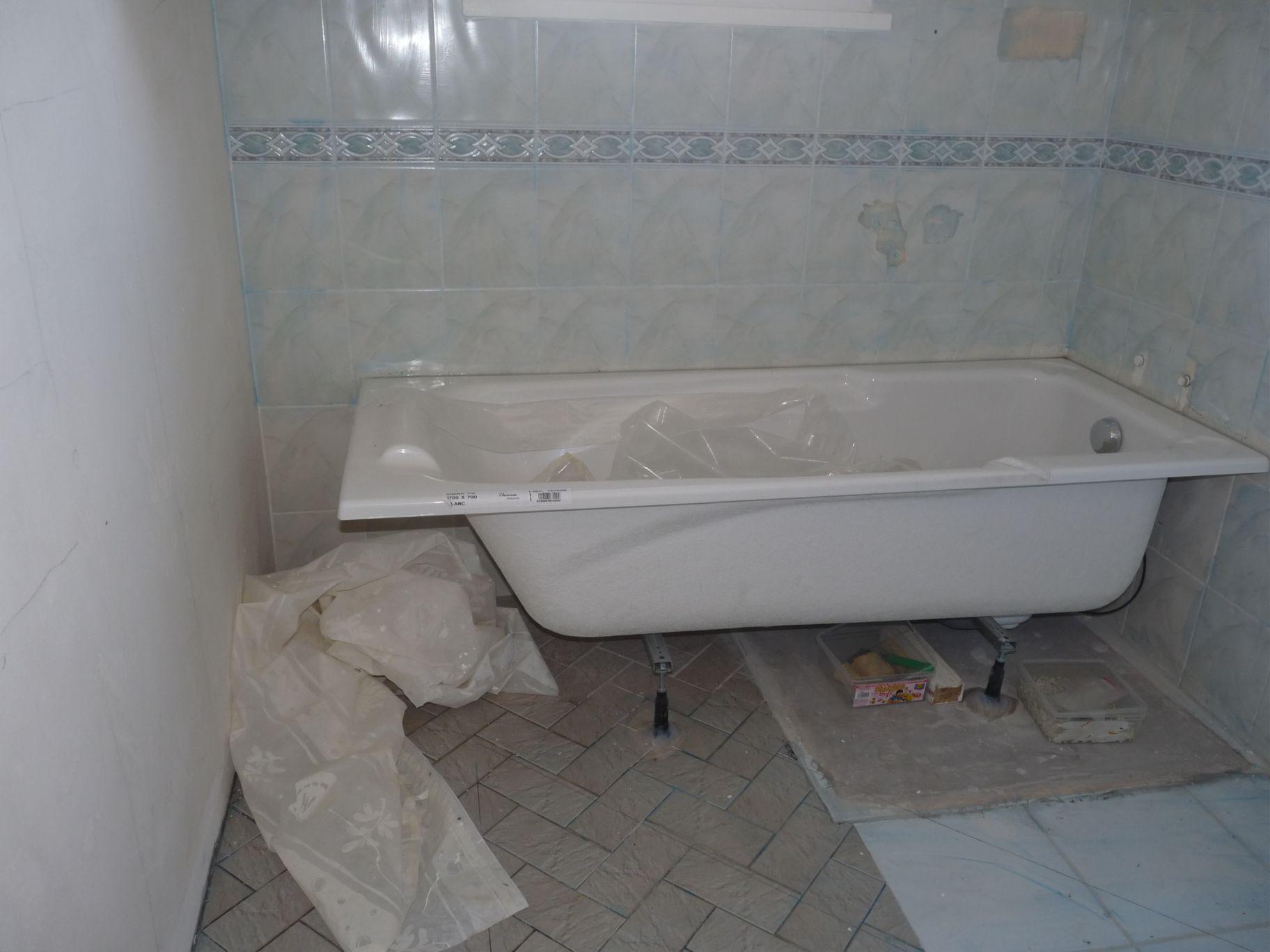 Habillage baignoire et espace arri re - Peut on repeindre une baignoire ...