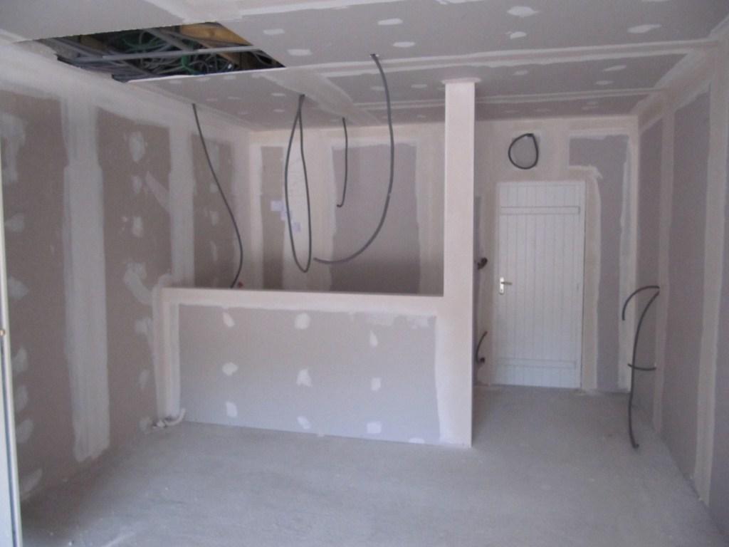 construction d 39 un bar 39 39 cahutte 39 39. Black Bedroom Furniture Sets. Home Design Ideas