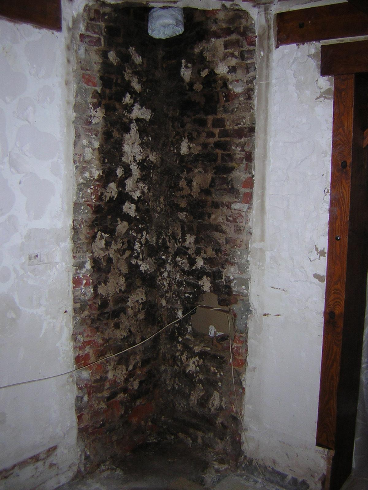 Conduit De Cheminee En Brique Rouge platrer ancienne cheminée briques rouge pleines de suie