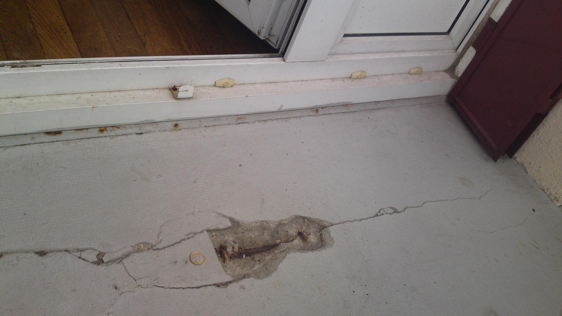 Fissure sur balcon clat de ciment for Poser un calicot sur fissure