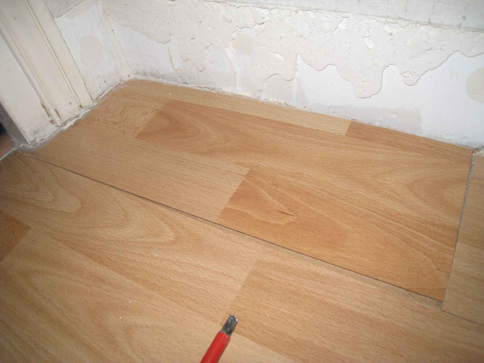 Parquet flottant changement de lames endommag es for Carrelage qui se colle