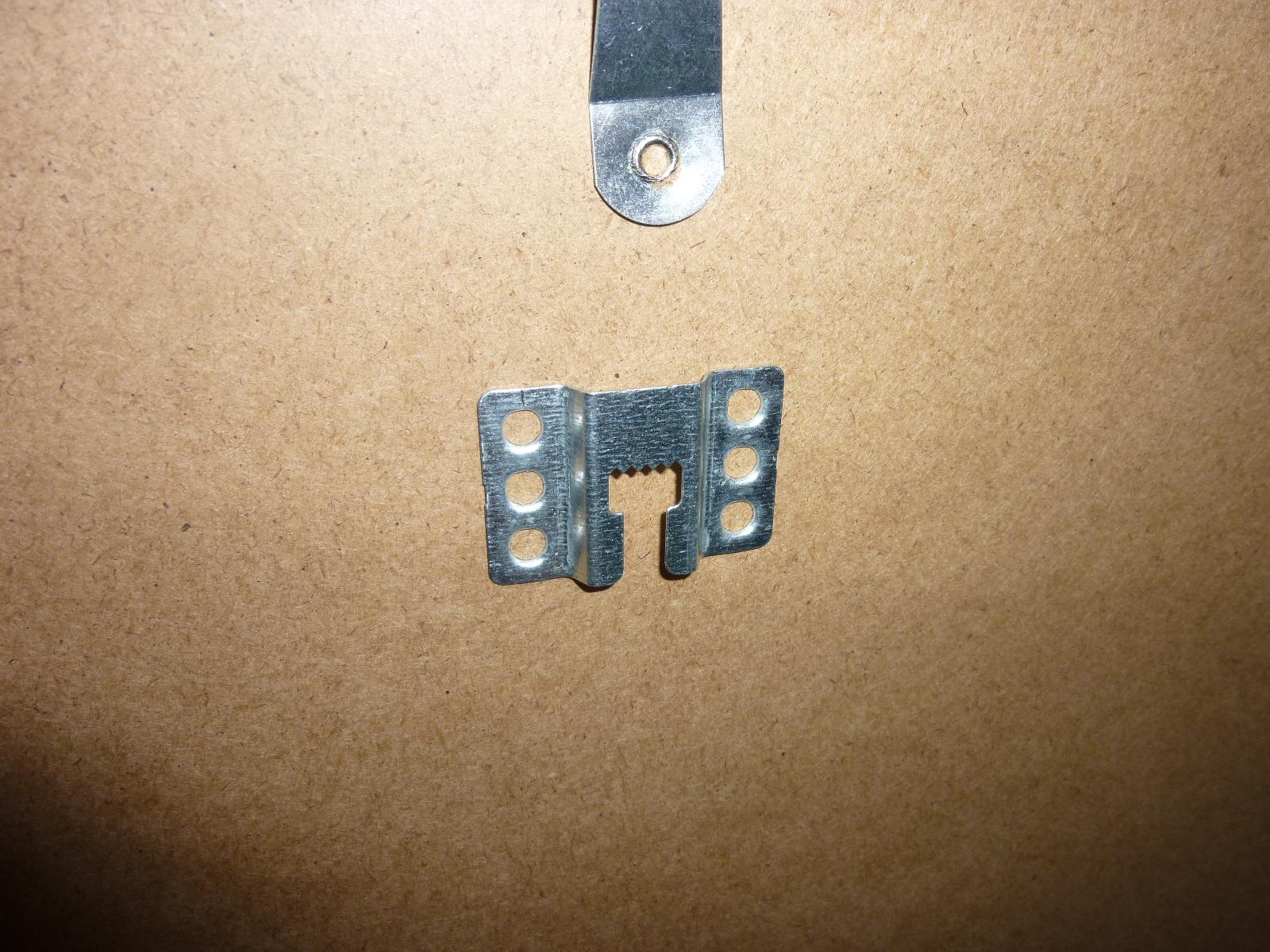 Crochet pour fixer cadre en alu for Crochet adhesif pour cadre