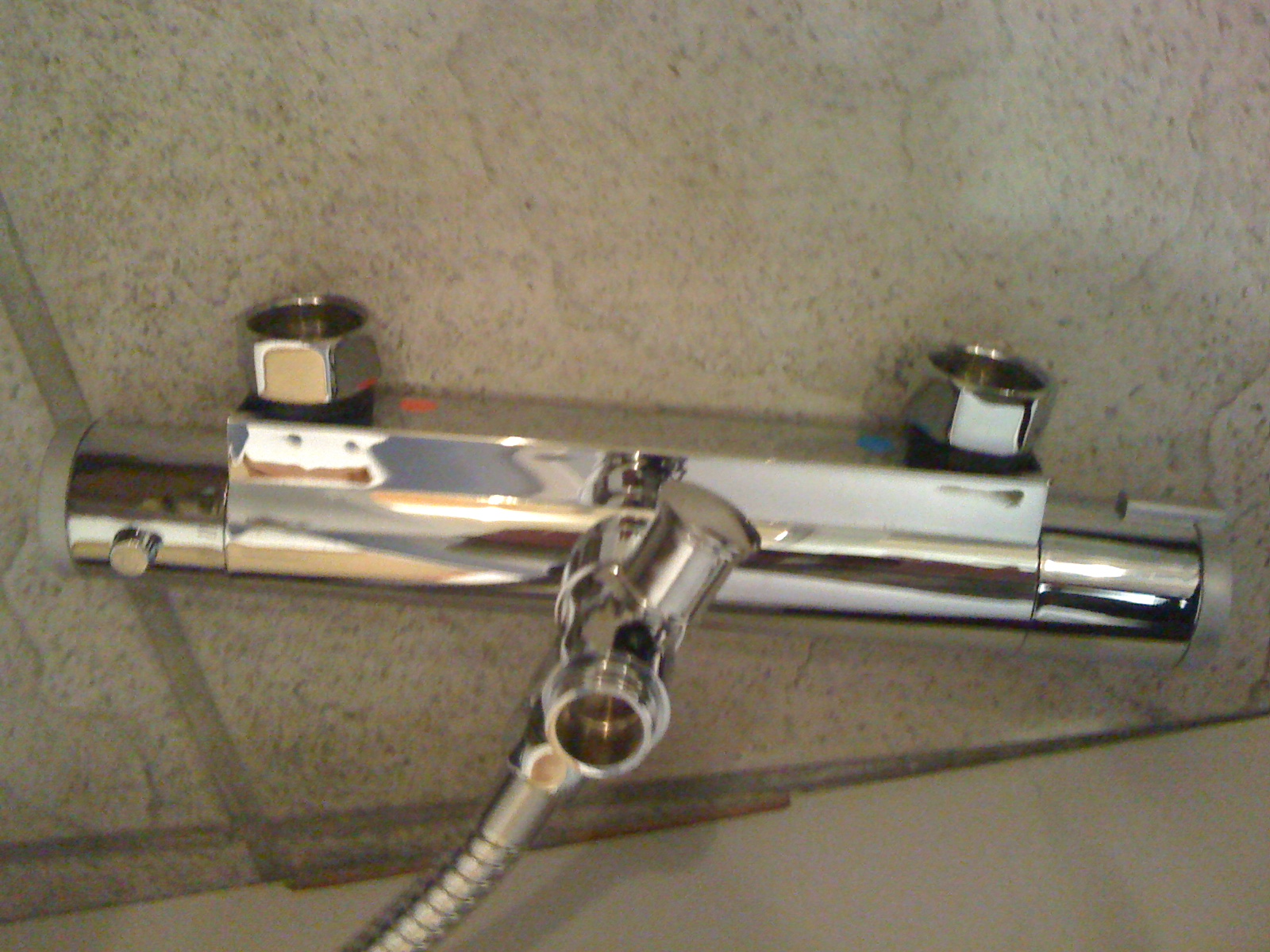 Raccord mitigeur aux tuyaux
