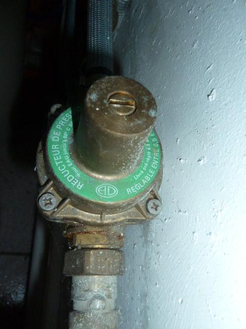 Fuite permanente du groupe de s curit du chauffe eau for Bloc securite chauffe eau fuite