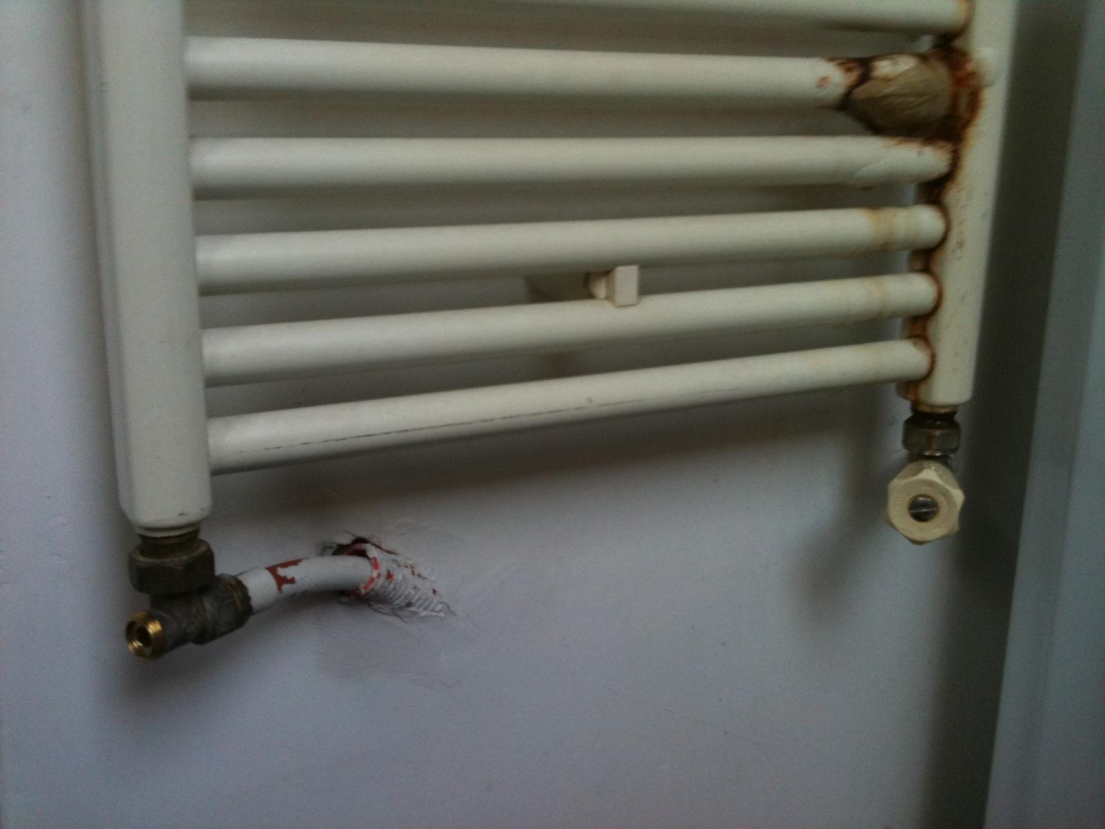 Enlever un radiateur s che serviette for Radiateur seche serviette a eau