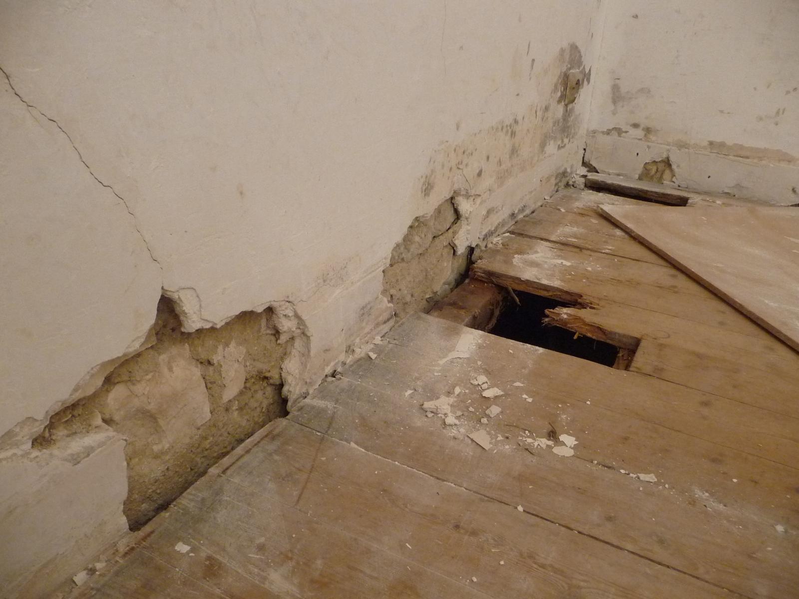 Boucher fissure devenue trou mur pl tre pierre - Reparer trou dans placo ...