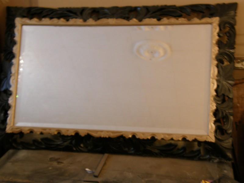 pose d un miroir grand lourd et qui n est pas plat. Black Bedroom Furniture Sets. Home Design Ideas