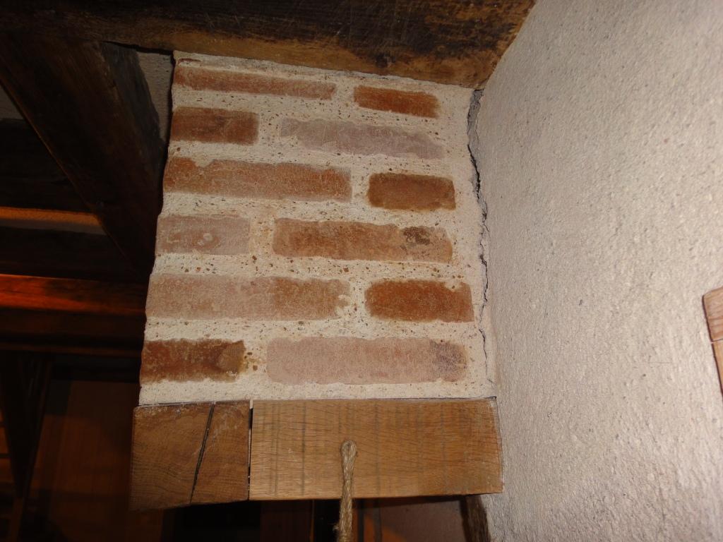 Hotte de chemin e qui penche dangeureusement for Decoration hotte de cheminee