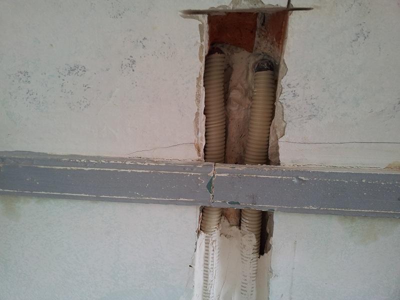 Rebouchage saign au platre avec tuyau de cuivre - Reboucher trou mur placo ...