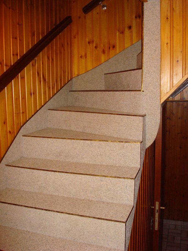 Escalier peint et béton ciré