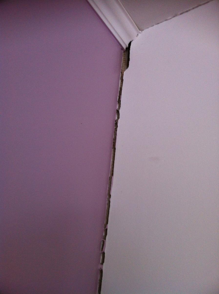 fissures en int rieur la jonction mur chemin e. Black Bedroom Furniture Sets. Home Design Ideas