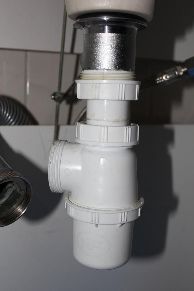 Hauteur Sortie D Eau Pour Lavabo : Fuite à la sortie d un siphon de lavabo