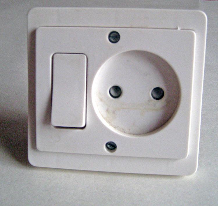 nombre de saign es et trous de scie cloche dans mur porteur. Black Bedroom Furniture Sets. Home Design Ideas