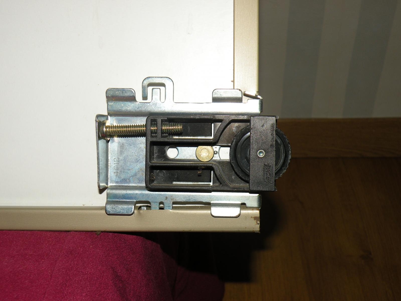 Roulette porte de placard for Roulettes portes coulissantes