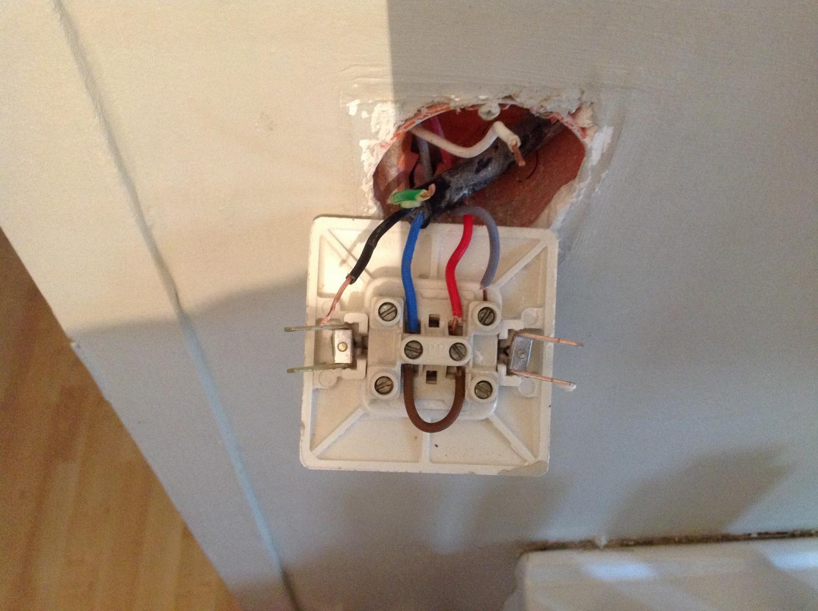 pb branchement interrupteur 2 lampes. Black Bedroom Furniture Sets. Home Design Ideas