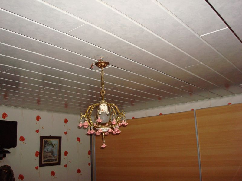 Plafond lambris bois for Peindre un plafond en lambris pvc
