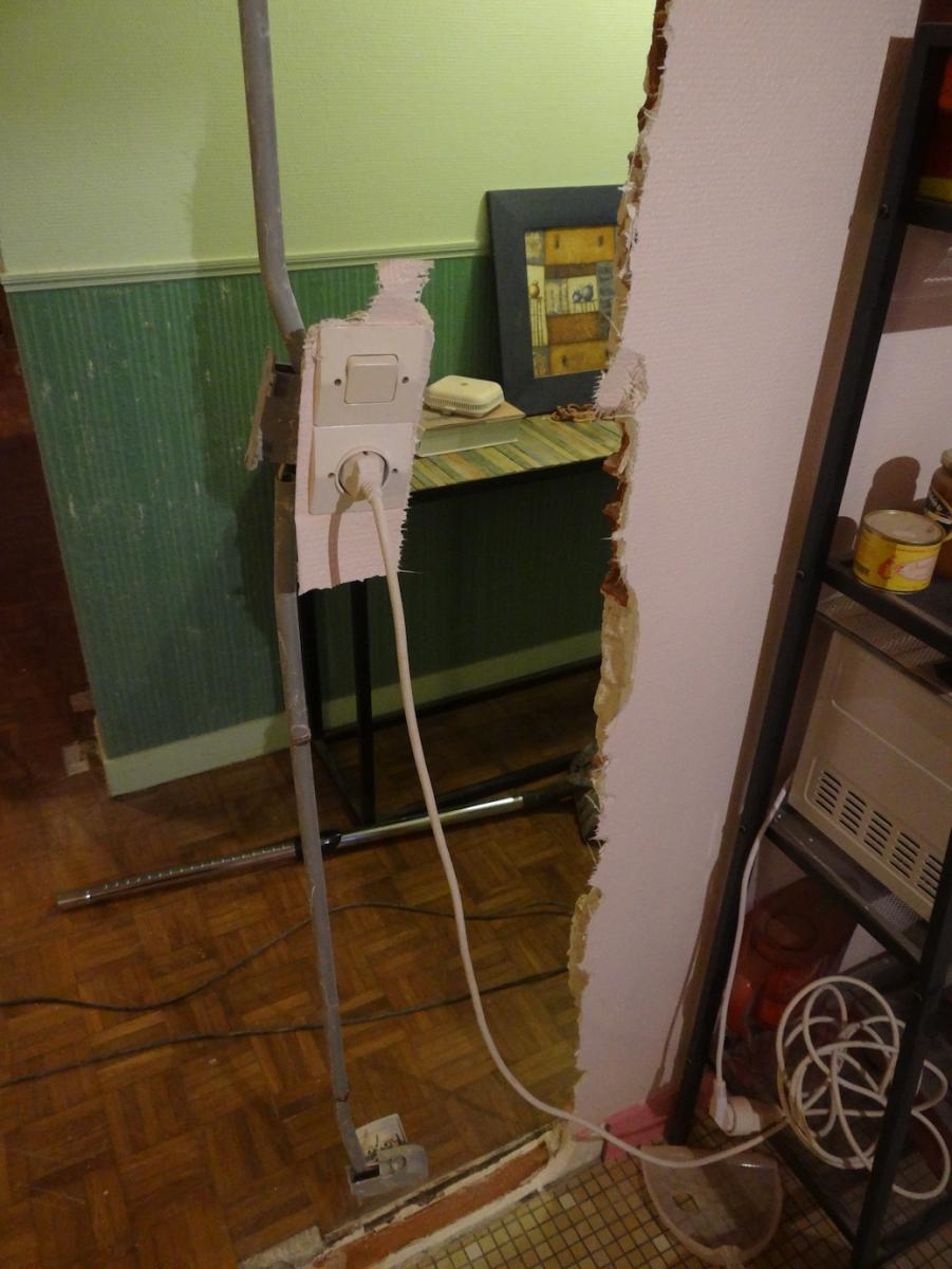 Casser Une Cloison En Brique rattraper angle d'un mur en brique et insérer gaine électrique