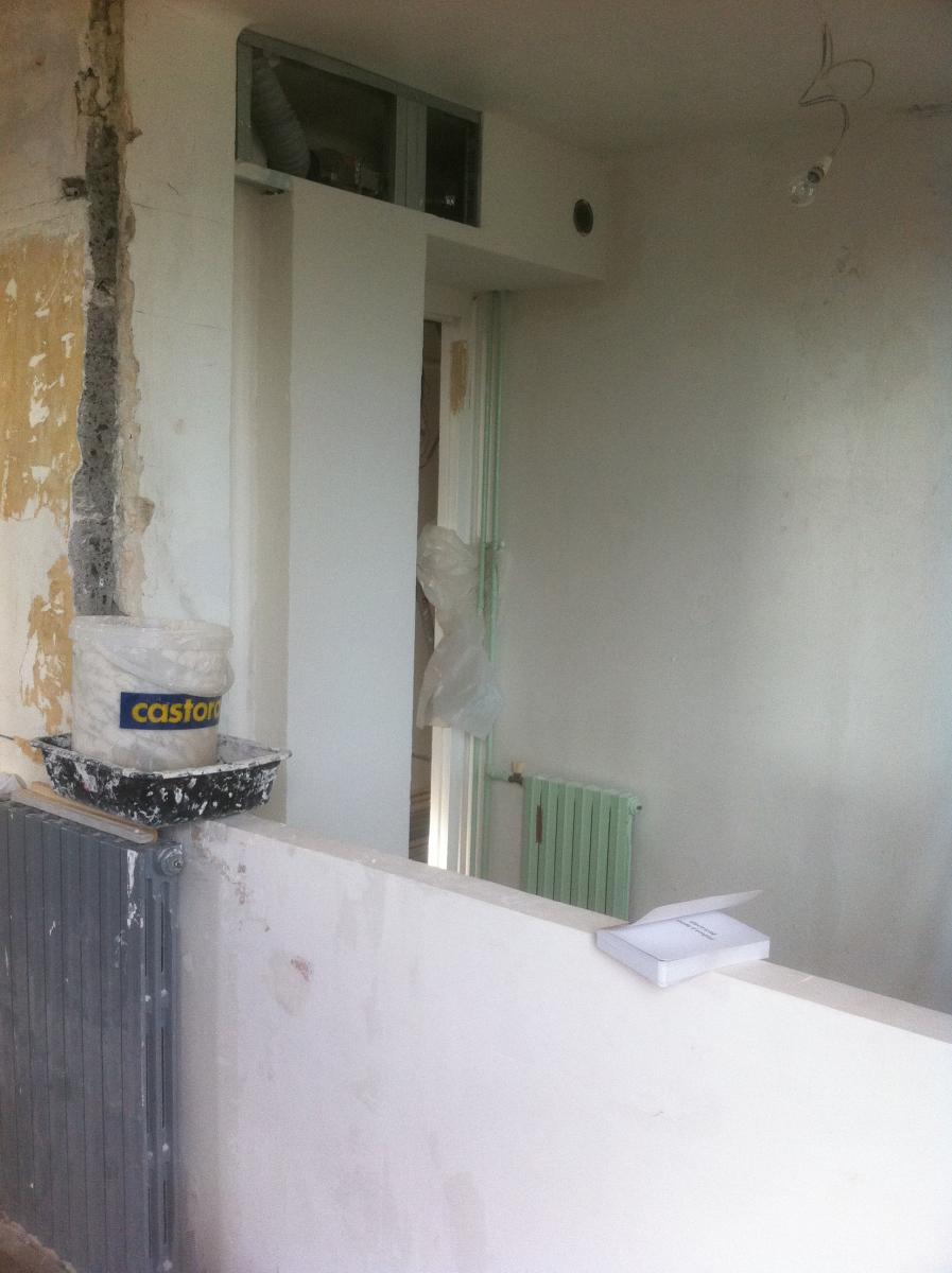 Construire un rangement suspendu en ba13 for Fou plafond ba13