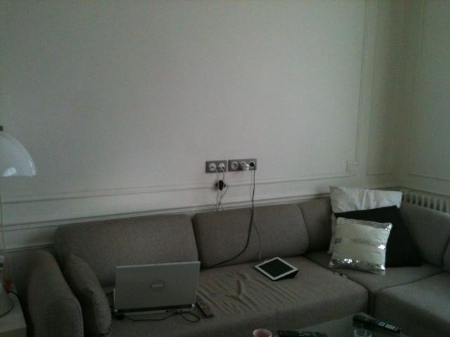 Comment fabriquer un cache l ger pour dissimuler prises et - Cacher fils electriques mur ...