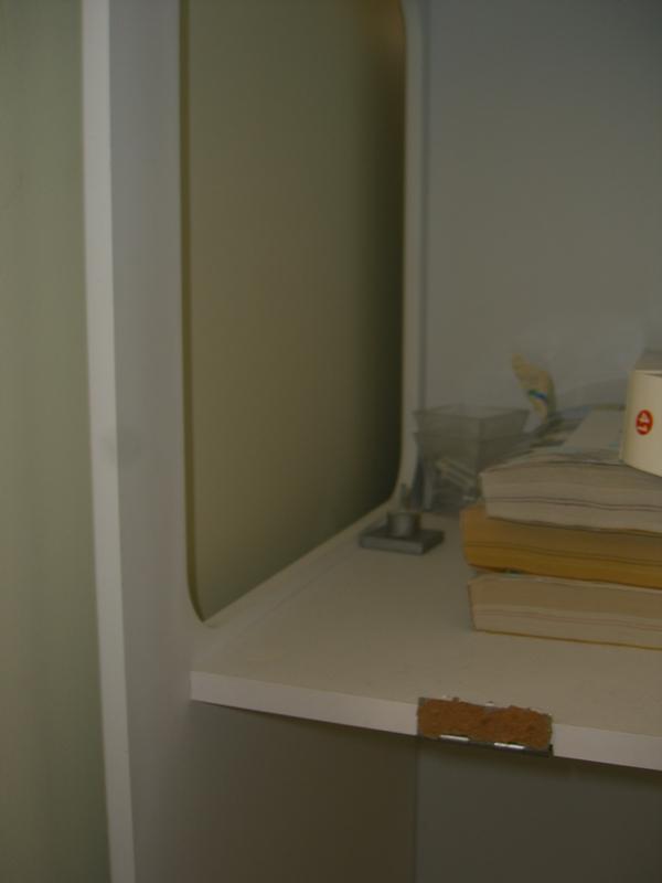 Sos comment installer une porte dans un meuble for Meuble d angle une porte