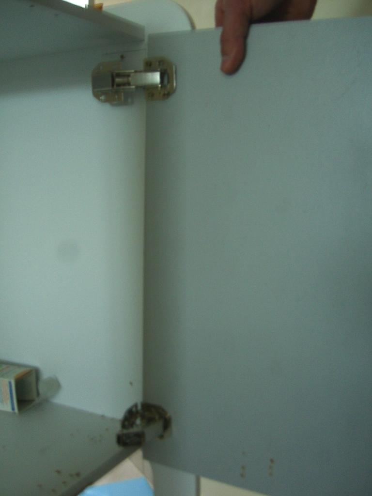 sos: comment installer une porte dans un meuble !!!
