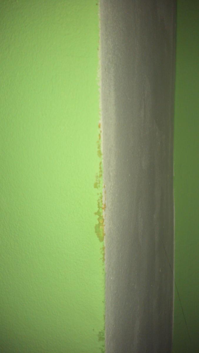 Petites taches sur mur humudit - Taches d humidite sur les murs ...