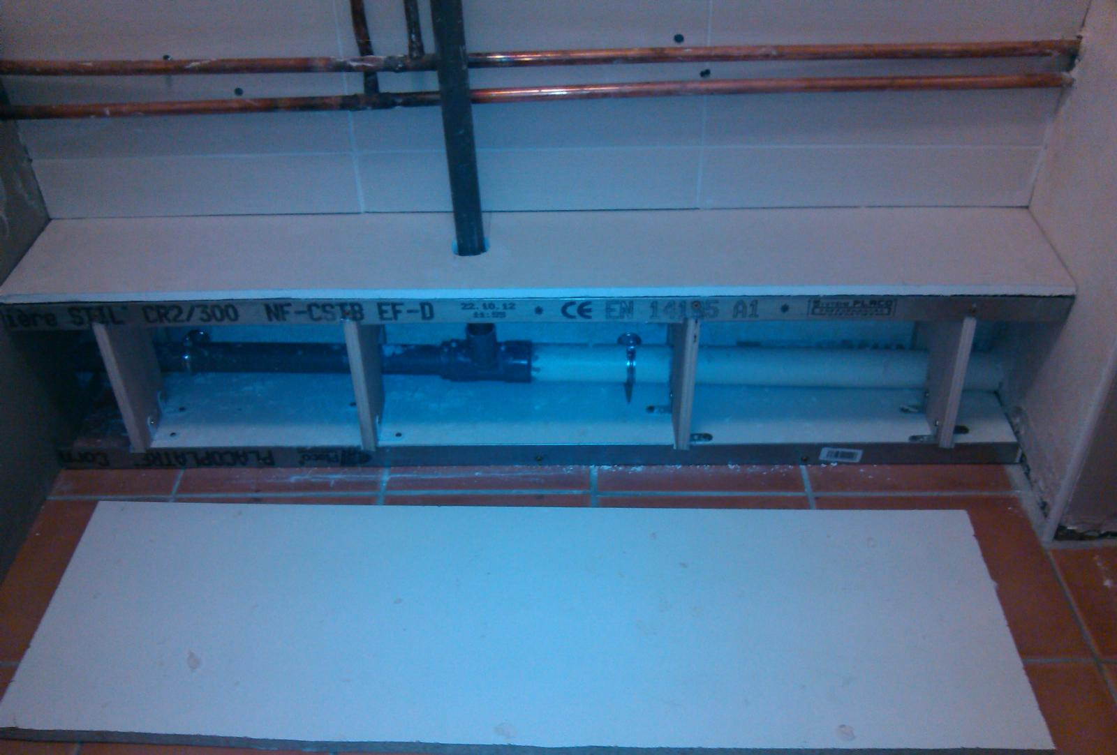 R aliser un caisson en placo pour supporter meuble salle for Cache tuyaux salle de bain
